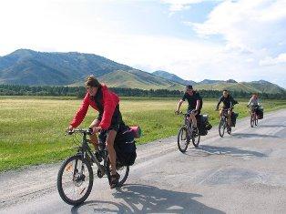 Какое расстояние  в среднем за сутки может проехать велотурист?