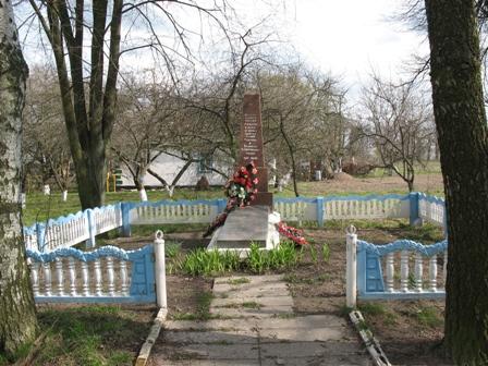 Братская могила с.Домолочь