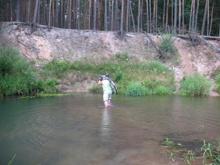 Вброд по речке к самому трудному участку нашего пути