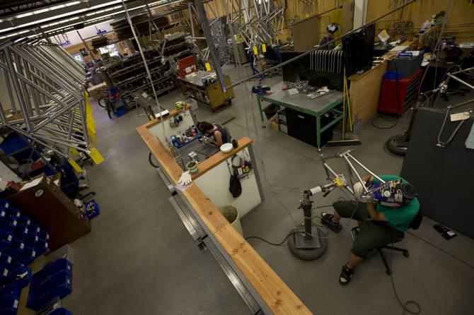 Завод в Moots, штат Колорадо, Америка имеет верных поклонников велосипедов из титана