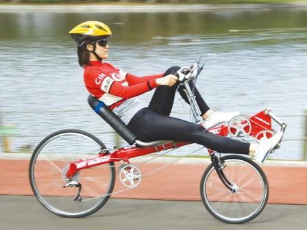 Легкая езда на лежачем велосипеде