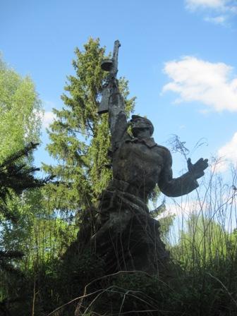 с. Старое  Шарно -  хорошо сохранившийся памятник воинам ВОВ