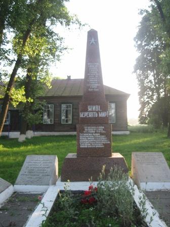 Памятник ВОВ с.Ходаки